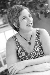 A photo of author Julie Artz