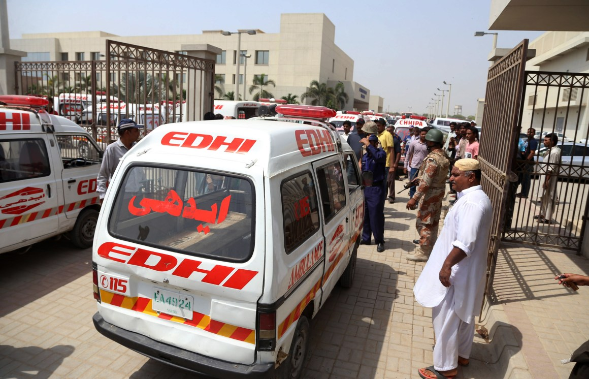 An ambulance carrying bodies arrives at a hospital in the southern Pakistani port city of Karachi, May 13, 2015. Credit: IANS