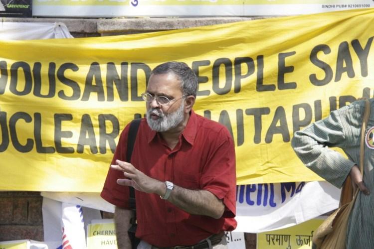 Praful Bidwai at an anti-nuclear protest. Photo: Joe Athialy, CC 2.0