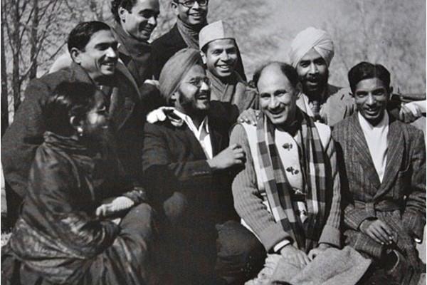 In happier days - writers Navtej Singh, Khwaja Ahmed Abbas, Rajinder Singh Bedi, Somnath Zutshi and others in Srinagar, 1947. Credit: Madanjeet Singh