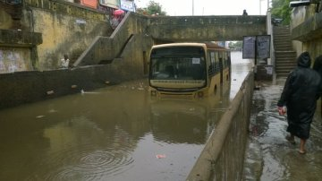 An MTC bus is stranded in a water-logged subway in Guindy, Chennai, following two days of cyclonic rains. Credit: Pradeep Kar