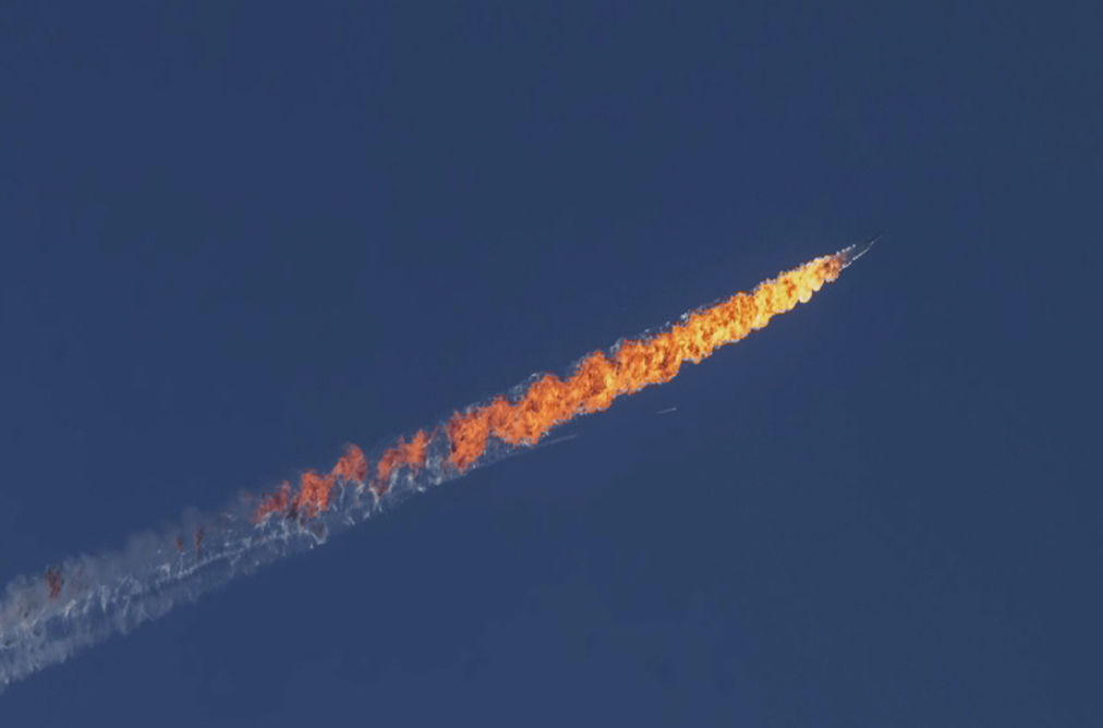 A still image made available on 24 November 2015 from video footage shown by the HaberTurk TV Channel shows a burning trail as a plane comes down after being shot down near the Turkish-Syrian border, over north Syria, 24 November 2015. CREDIT: HABERTURK TV CHANNEL