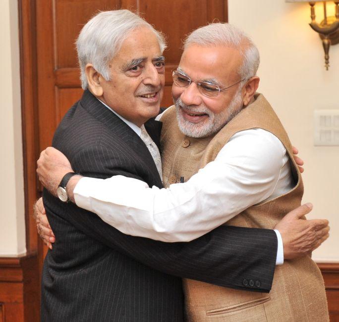 Mufti Mohammad Sayeed hugging Prime Minister Narendra Modi. Credit: Wikimedia Commons