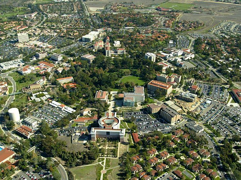 Aerial view of campus of University of California, Irvine. Credit: Poppashoppa Wikipedia commons
