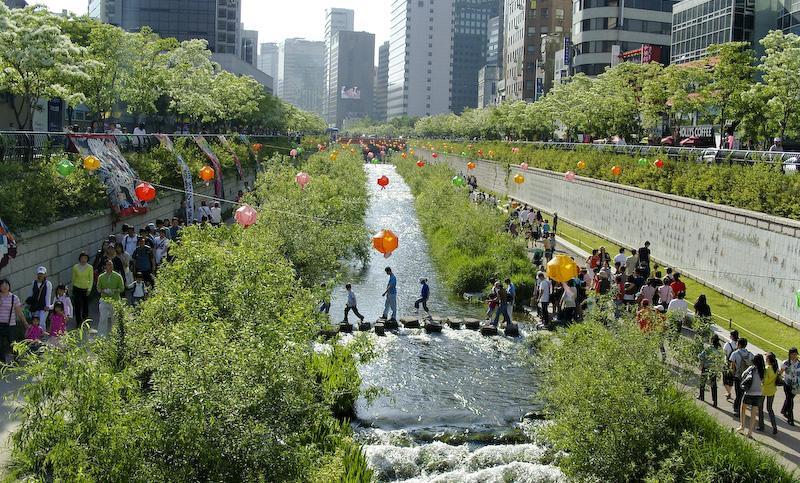 The Cheonggyecheon stream. Credit: stari4ek/ Wikimedia Commons