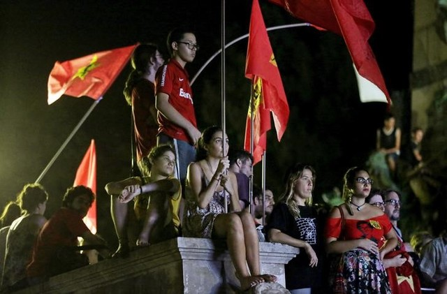 Supporters of President Dilma Rousseff watch in a public park the live transmission of the debate in the Lower House of Congress over the impeachment of President Dilma Rousseff. Credit: Reuters