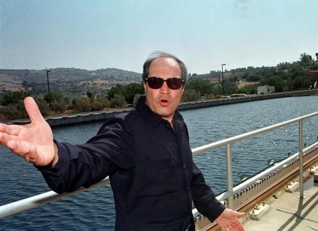 Hani al-Mulqi gestures at Jordan's Zay water treatment plant September 14, 1998. Credit: Reuters/File Photo