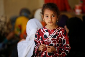 An Iraq girl who has fled home due to the clashes on the outskirts of Falluja, gather in the town of Garma, Iraq, May 30, 2016. Credit: Reuters/Thaier Al-Sudani