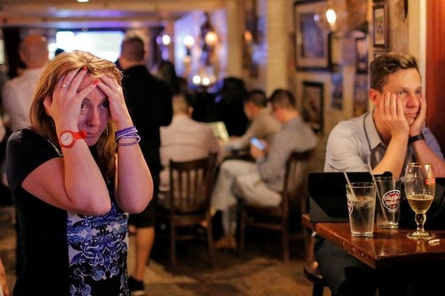 People gathered in The Churchill Tavern, a British themed bar, react as the BBC predicts Briatin will leave the European Union, in the Manhattan borough of New York, U.S., June 23, 2016. Credit: Reuters/Andrew Kelly
