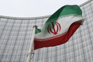 An Iranian flag flutters in front of the International Atomic Energy Agency (IAEA) headquarters in Vienna, Austria, January 15, 2016. Credit: Reuters/Leonhard Foeger