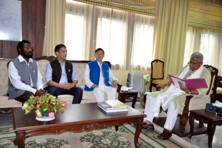 Pema Khandu (second from the left) meeting state governor Tathagata Roy. Also seen are former chief minister Nabam Tuki (in blue) and Congress in charge for Arunachal Pradesh, Jayakumar. Credit: Sangeeta Barooah Pisharoty