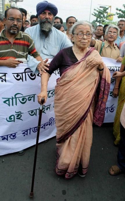 Kolkata: A file photo of noted writer, Jnanpith, Padma Vibhusan, Magsaysay award winner and social activist Mahasweta Devi who died at a Hospital in Kolkata on Thursday. PTI Photo(PTI7_28_2016_000250B) *** Local Caption ***