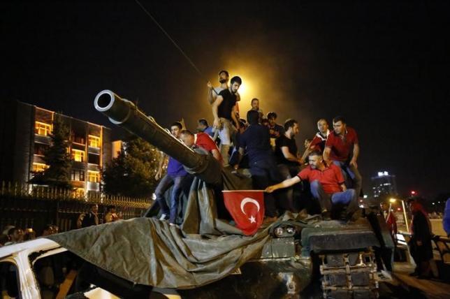 People stand on a Turkish army tank in Ankara, Turkey July 16, 2016. Credit: Reuters/Tumay Berkin