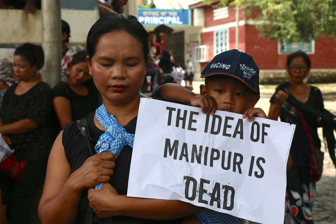 Preparation for rally demanding justice for tribal people in Manipur. August 31, 2016. Credit: Akhil Kumar