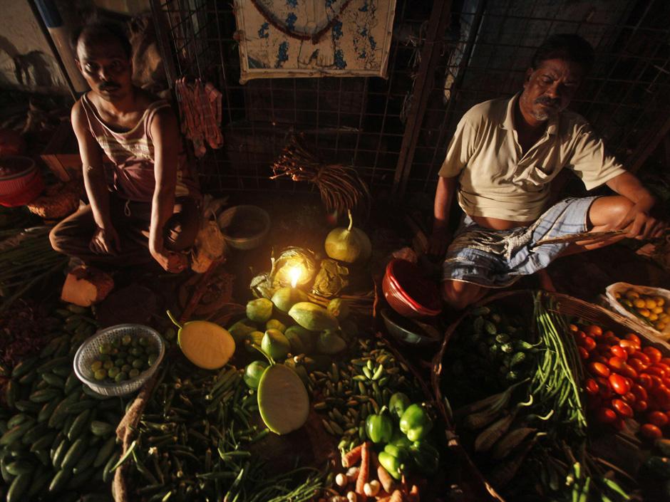 Vegetable vendors wait for customers at their stall in Kolkata July 31, 2012. Credit: Reuters/Rupak De Chowdhuri