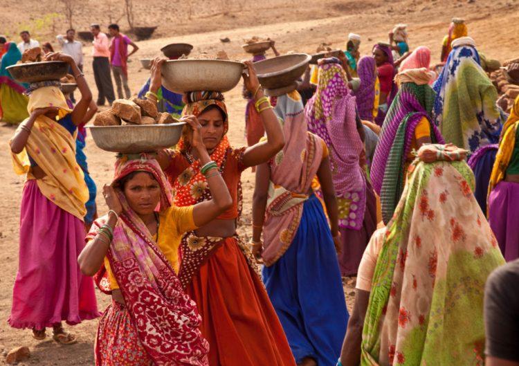Women working on an NREGA site building a pond in Gopalpura, Jhabua, Madhya Pradesh. Credit: UN Woman/Gaganjit Singh/Flickr CC BY-NC-ND 2.0