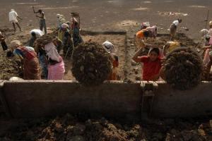 Representative image of MGNREGS workers. Credit: Krishnendu Halder/Reuters