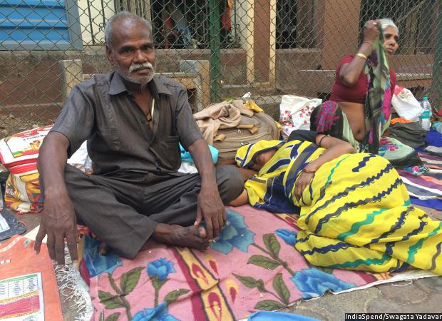 Mahavir Malhar, 52, from Jharkhand came to Mumbai for his wife Jharia's cancer treatment. Credit: IndiaSpend/Swagata Yadavar