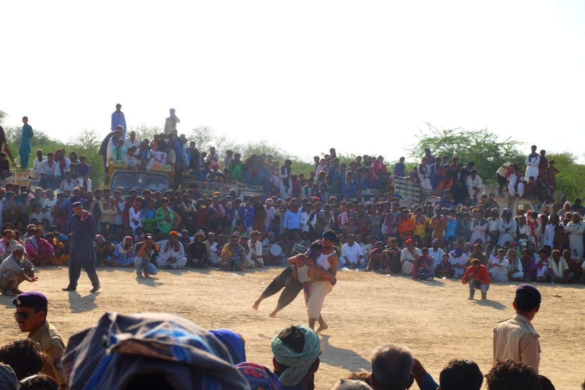 Crowds gather to watch <en>bakhmallakhado</em> wrestling. Credit: Gaurav Madan