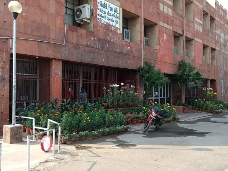 Grills installed at the JNU administrative block to prevent protest. Credit: Twitter