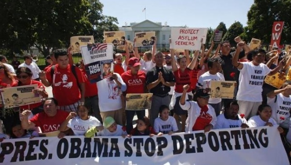 Anti-deportation protesters chant in front of the White House in Washington August 28, 2014. Credit: Reuters