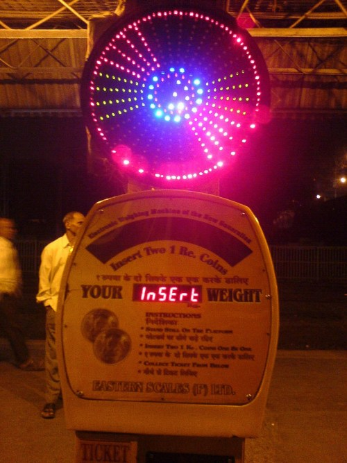 Weighing machine at Elphinstone Road Station. Credit: Rakes/Flickr (CC BY-SA 2.0)