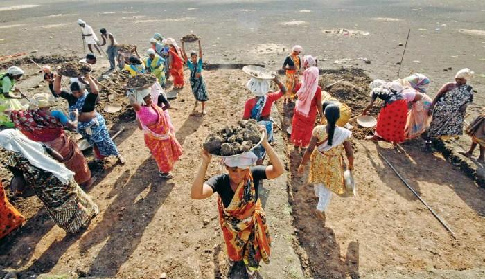 MNREGA workers. Credit: Reuters/Krishnendu Halder/Files