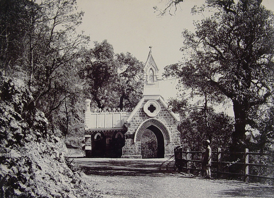 The lychgate of the Camel's Back Road Cemetery. Credit: Anne_nz/Flickr, CC BY-SA