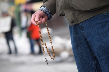 Anti-abortion activists say prayers and hold rosaries during a protest in front of Planned Parenthood, Far Northeast Surgical Center in Philadelphia, Pennsylvania, US, February 11, 2017. Credit: Reuters