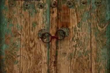 The locked door of a neighbourhood mosque is seen in Kashgar, Xinjiang Uighur autonomous region, China, March 24, 2017. Credit: Reuters
