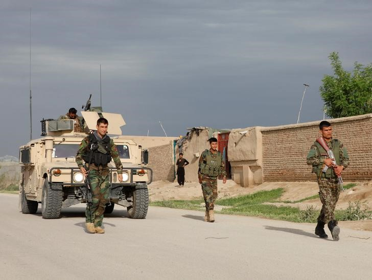 Afghan national Army (ANA) troops arrive near the site of an ongoing attack on an army headquarters in Mazar-i-Sharif northern Afghanistan April 21, 2017. REUTERS/Anil Usyan