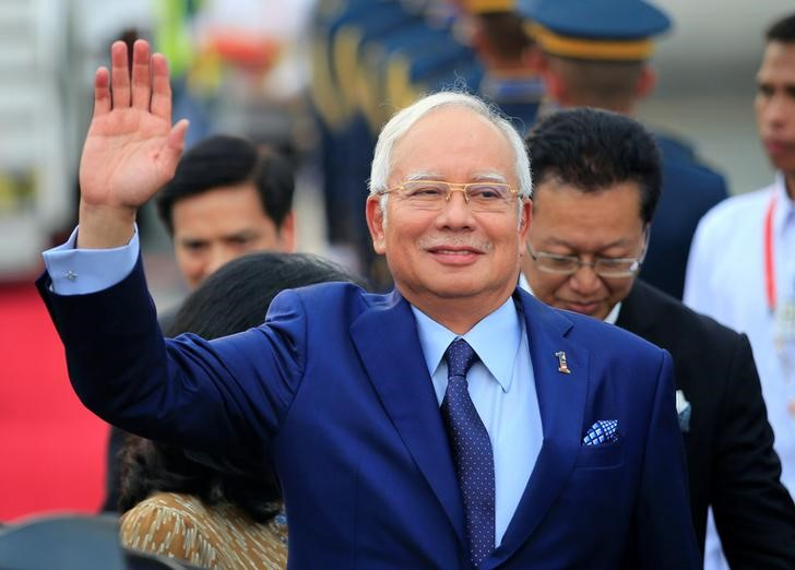 Malaysian Prime Minister Razak Najib waves to photographers upon arrival at the Manila International Airport in Pasay city, metro Manila, Philippines April 27, 2017. Credit: Reuters/Romeo Ranoco