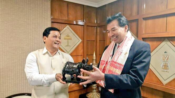 Assam chief minister Sarbananda Sonowal with Chinese ambassador Lou Zhaohui in Guwahati Photo- Twitter