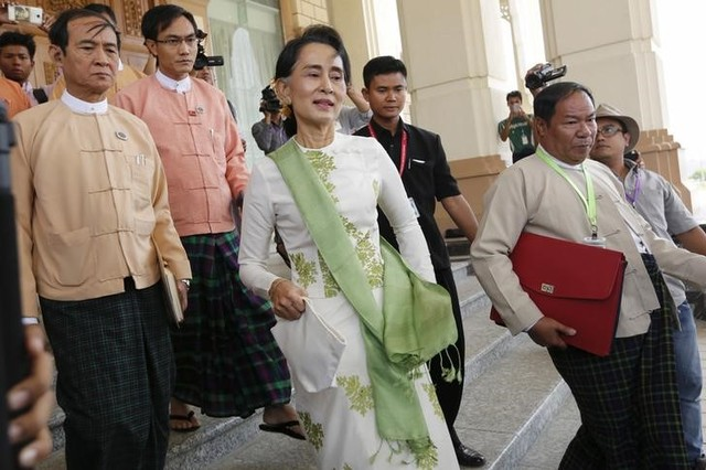 National League for Democracy (NLD) party leader Aung San Suu Kyi leaves the parliament building after a meeting with members of her party in Naypyitaw, Myanmar March 28, 2016. Credit: Reuters