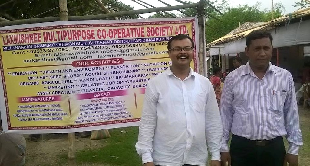 Agricultural entrepreneur Basudeb Sarkar (right) with Sukumar Sarkar, who conceptualized the food and agriculture integrated development action program. Credit: Dhruba Dasgupta