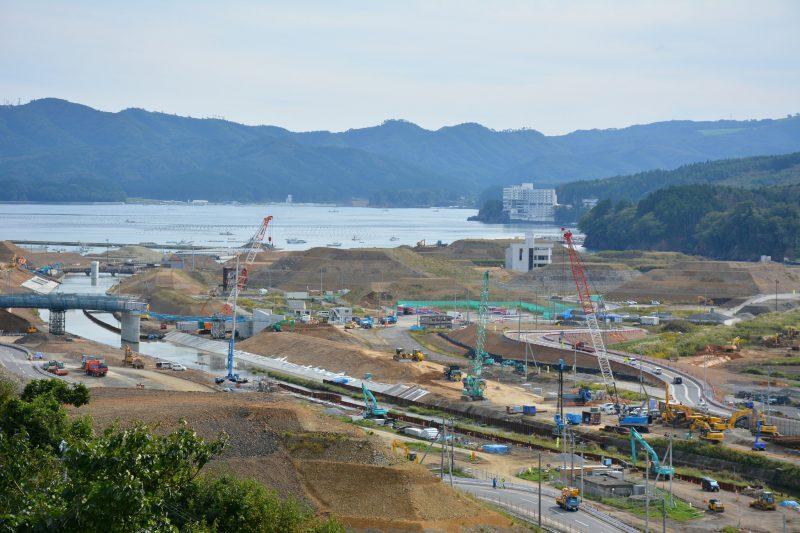 View of Shizugawa, Minami Sanriku (Miyagi) from Shizugawa High School. Shizugawa was devastated by a tsunami in March, 2011, and the region is still rebuilding. Credit: Cheng-en Cheng/ Flickr CC BY-SA 2.0