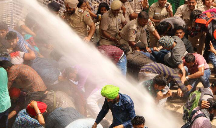 Police using water cannons against protestors in Panjab University. Credit: Facebook/PU Pulse