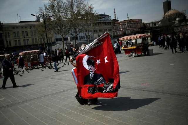 A street vendor sells Turkish flags, one depicting modern Turkey's founder Mustafa Kemal Ataturk in Eminonu shopping district in Istanbul, Turkey, April 17, 2017. Credit: Reuters/Alkis Konstantinidis