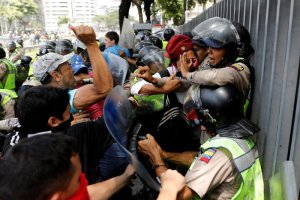 Demonstrators scuffle with security forces during an opposition rally in Caracas, Venezuela. Credit: Reuters/Carlos Garcia Rawlins