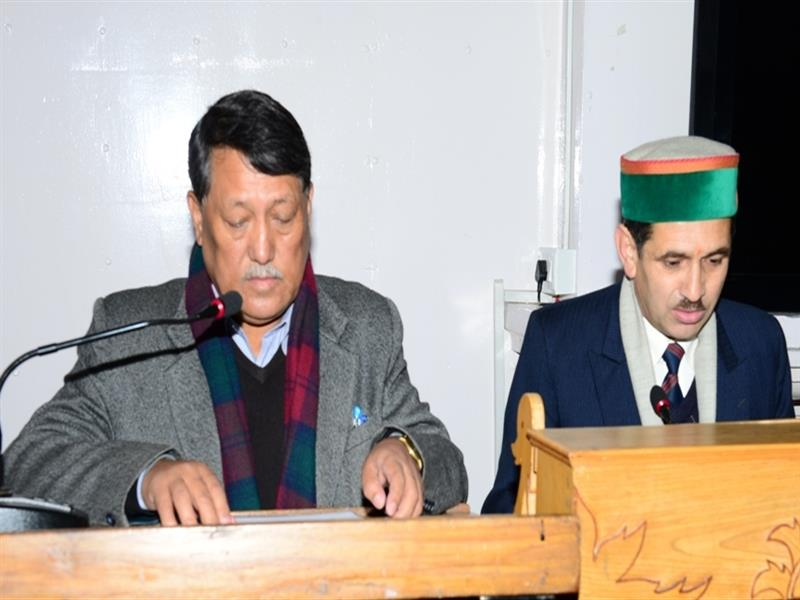 Chief secretary V.C.Pharka administering oath of office to Dr. Mohan Lal Jharta. Credit: Government of Himachal Pradesh website