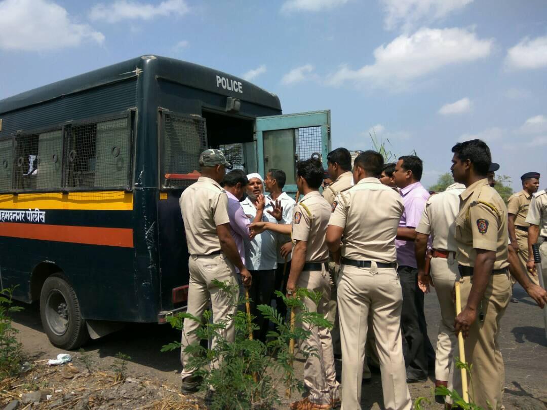 Police booking protestors. Credit: Varsha Torgalkar