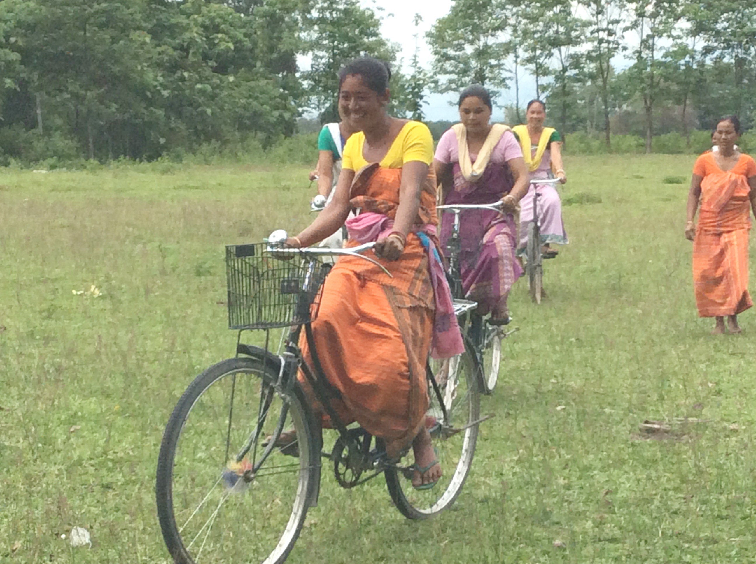 bodo women Bodo tribals are known used roman and assamese script bodos have quite exquisite dresses which are exhilirating the beauty and glamours of women.