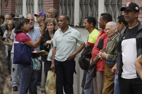 Voters form queues ahead of the opening of polling booths. Credit AVN