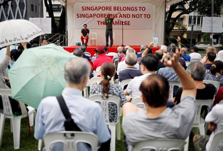 """Organiser Gilber Goh speaks to attendees at Hong Lim park during a protest to call for the """"independent investigation into the allegations of abuse of power made by siblings Lee Weiling and Lee Hsien Yang against their brother Prime Minister Lee Hsien Loong"""" in Singapore, July 15, 2017. Credit: Reuters/Edgar Su"""