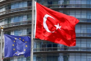 A European Union (L) and Turkish flag fly outside a hotel in Istanbul, Turkey, May 4, 2016. Credit: Reuters/Murad Sezer/Files