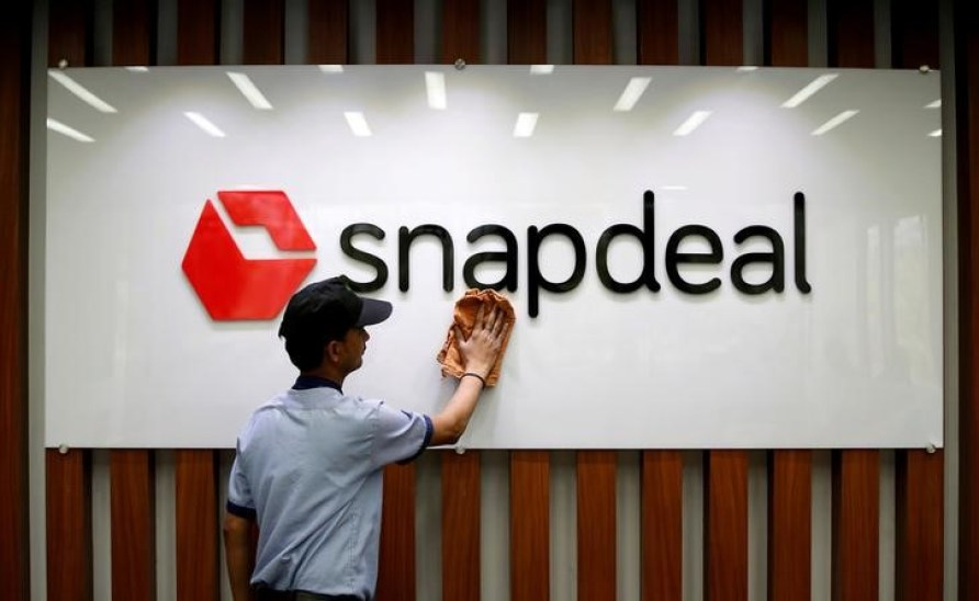 An employee cleans a Snapdeal logo at its headquarters in Gurugram on the outskirts of New Delhi, India, April 3, 2017. Credit: Reuters/Adnan Abidi/File photo