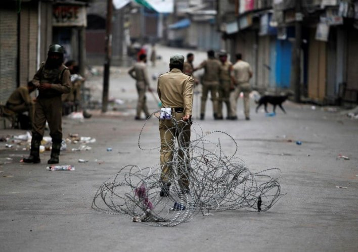 Interruptions in online connectivity may have cost the Kashmir valley 7,000 IT jobs. Credit: Reuters