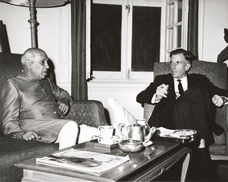 US ambassador to India John Kenneth Galbraith and Prime Minister Nehru conferring at the time of the conflict. Credit: Wikimedia Commons