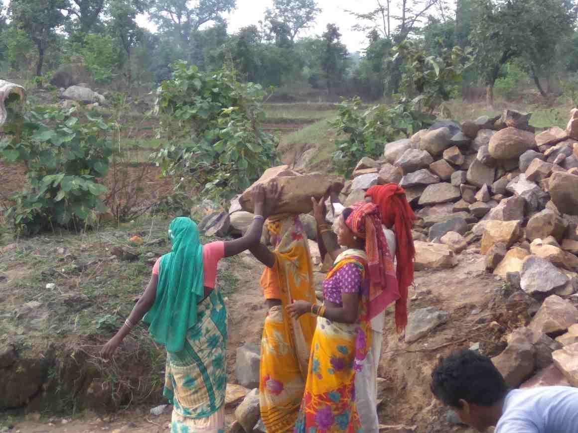 Women at an MGNREGA work site at the outskirts of Patna village. Credit: Jahnavi Sen