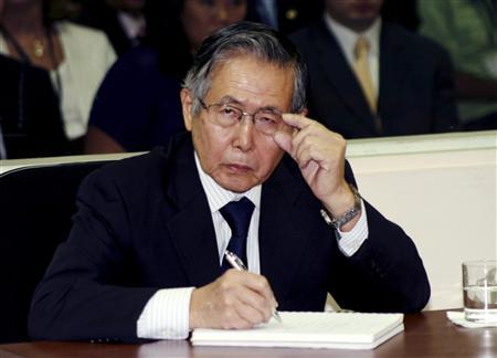 Peru's Former President Alberto Fujimori listens to the judge during the reading of the sentence of his trial at the special police headquarters in Lima, April 7, 2009. Credit: Reuters/Francisco Medina/Justice Palace/Handout